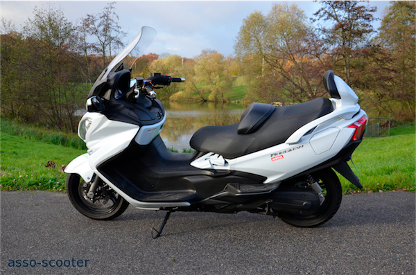 essai burgman 650cc 2013 executive le m me en totalement diff rent asso scooter. Black Bedroom Furniture Sets. Home Design Ideas