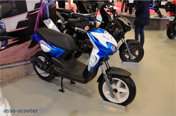 mbk tryptik gamme evolis booster spirit et rip curl au salon moto paris asso scooter. Black Bedroom Furniture Sets. Home Design Ideas