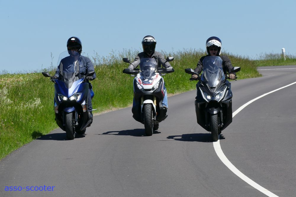 Comparative review T-Max DX, X-Adv, AK 550 : maxis are out in